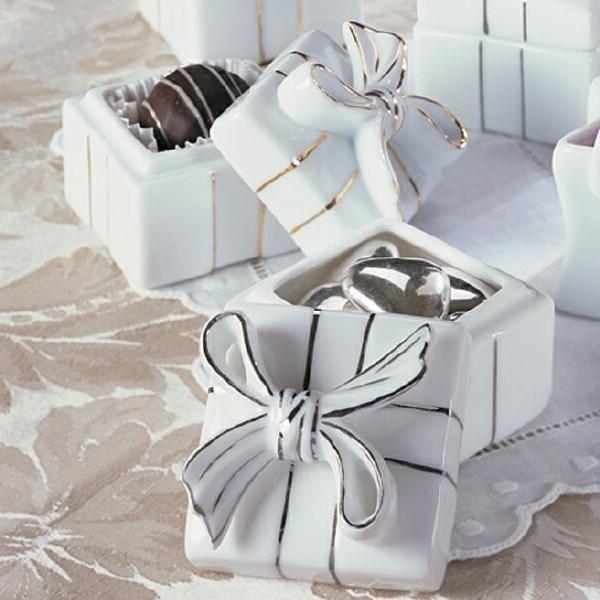 Що подарувати на весілля батькам, який подарунок вибрати і як його вручити?