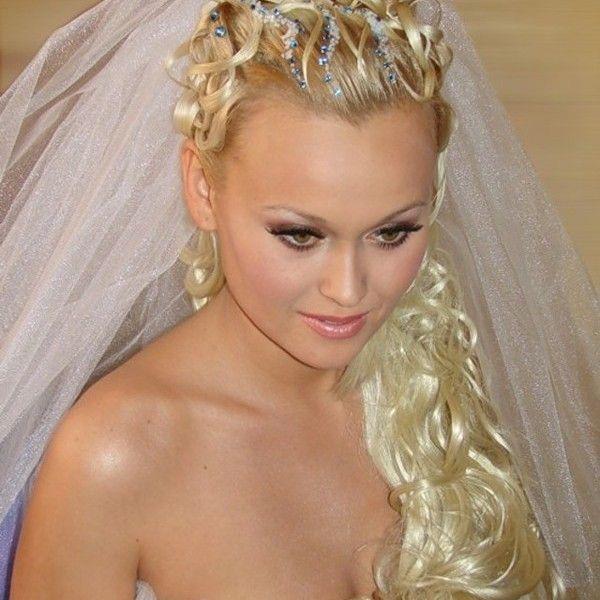 Як закріпити фату в зачісці так, щоб протрималася весь святковий день і вечір?