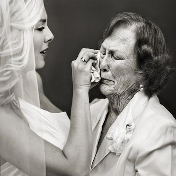Мама на весіллі дочки: як правильно привітати свою дитину