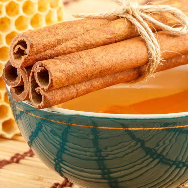 Маска для обличчя з медом і корицею - корисні властивості