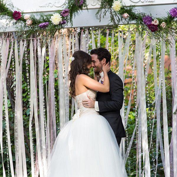 Чому на весіллі кричать гірко і чим можна замінити це слово?