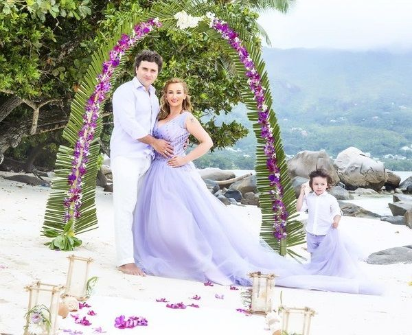 Весілля на Сейшелах: офіційна і символічна
