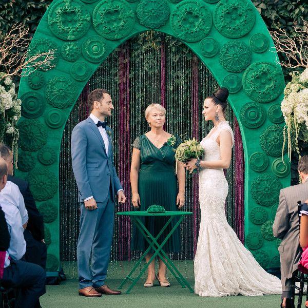 Весілля в смарагдовому кольорі: значення кольору, одяг молодят і гостей