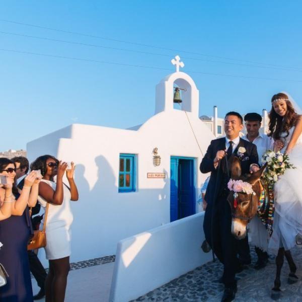 Весільна церемонія на Санторіні: романтичне свято в райському куточку планети