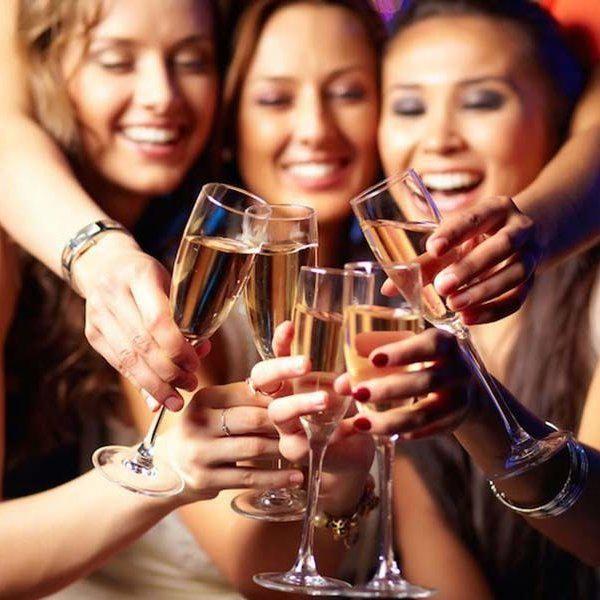 В якому стилі можна зробити дівич-вечір: варіанти і особливості